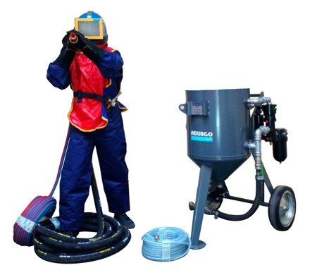 STANDARD remote controlled sand blasting package 100L